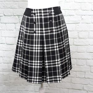 Black & white pleated skirt size small